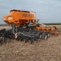 Mzuri Pro Til Select 6T Drill at C&O Tractors